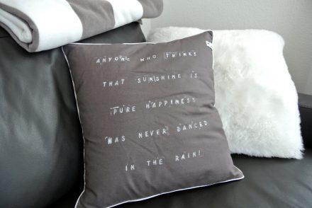 • nähen • Kissen mit Schriftzug