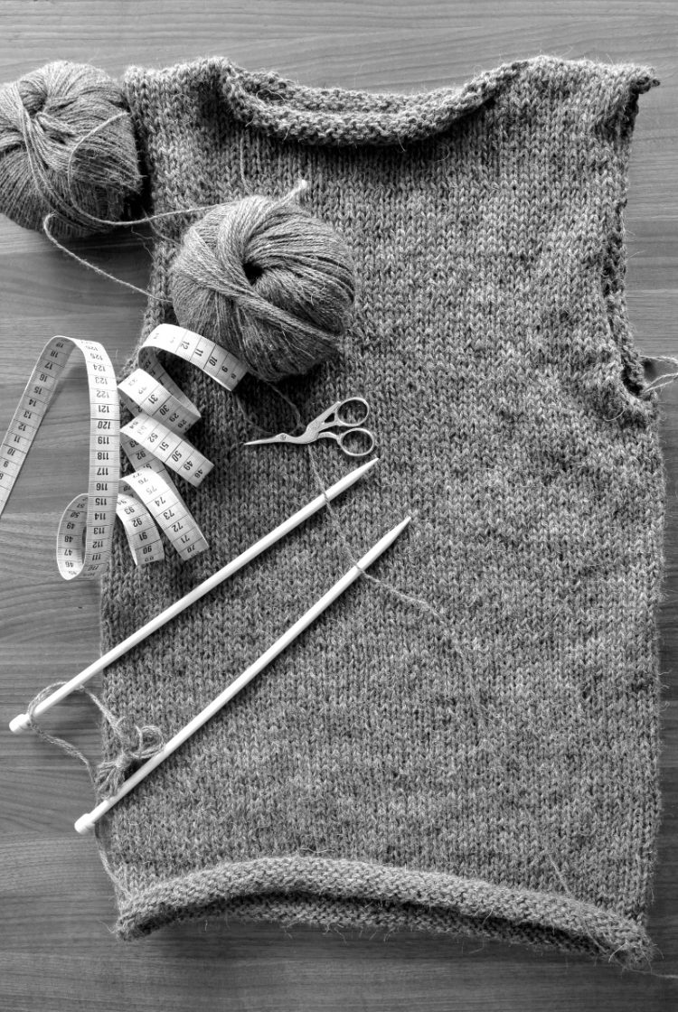 • Wolle & Garn • einfacher Langarmpullover aus Alpakawolle stricken • Schulternähte schliessen