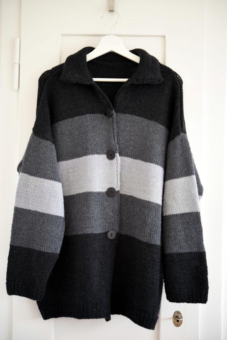 • stricken • Kuschel-Strickjacke im Streifendesign aus Merinowolle
