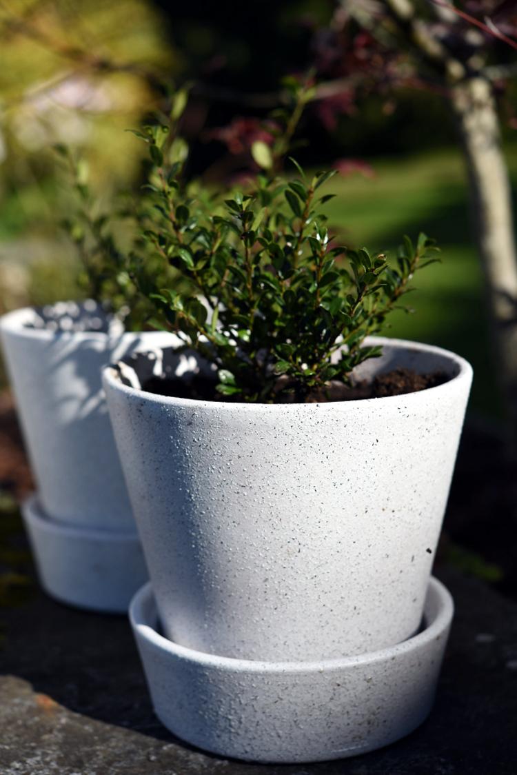 • diy • Blumentöpfe im Granitdesign