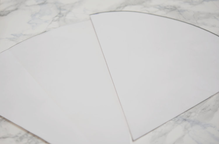 Fingerring- und Armreifhalter aus Beton - Papierform