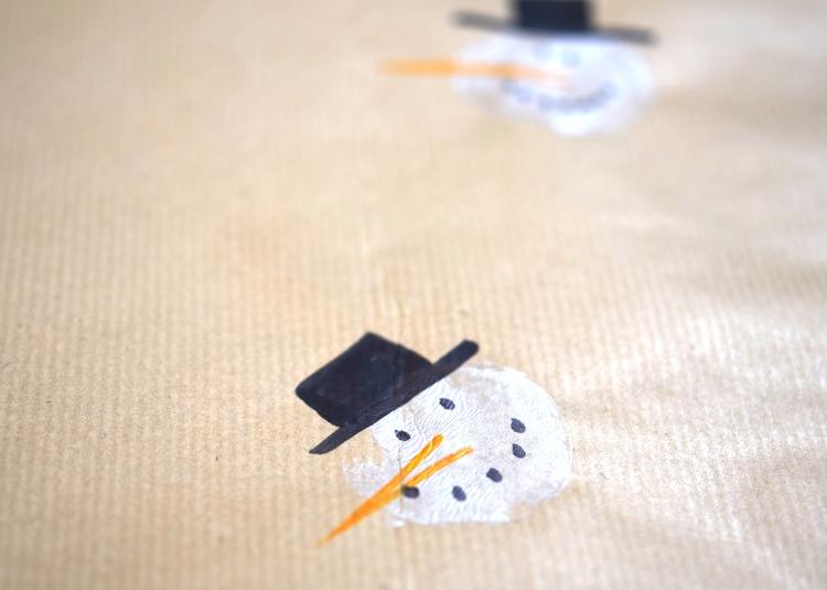 • diy • Geschenkpapier selber designen • Schneemann • Hut nicht vergessen
