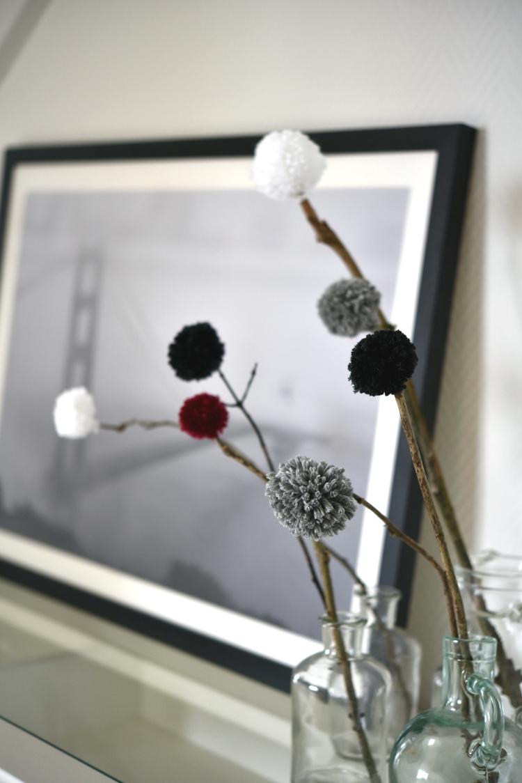 • diy • Pusteblumen aus Wolle • an den Zweigen befestigen