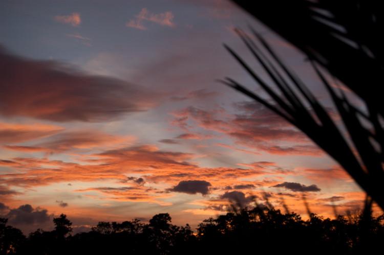 Sonnenuntergang - Unterwegs mit dem Auto in Costa Ricca