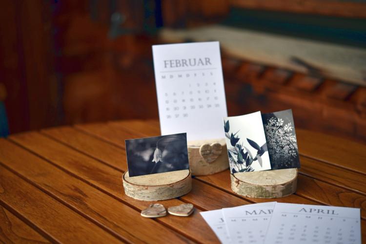 • diy • Halter aus Holzscheiben für deine Lieblingsfotos • schwarz-weiss Bilder