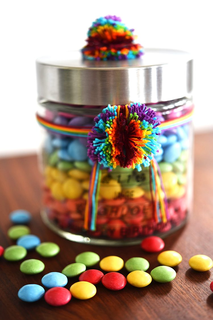 • diy • Regenbogen im Glas - Smarties zum verschenken