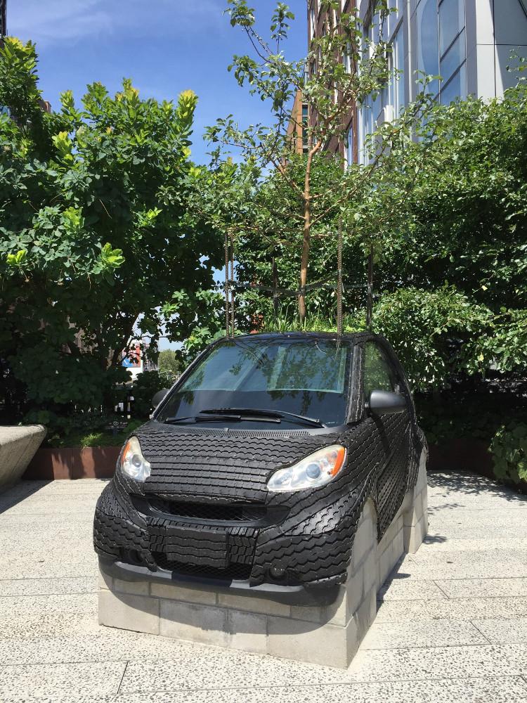 Unterwegs mit dem Auto - Smart auf der High Line in New York
