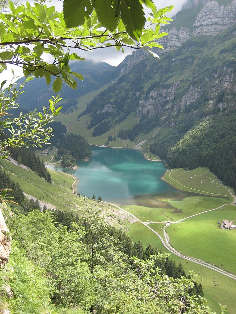 tell a story • zu Fuss unterwegs • Wildkirchli