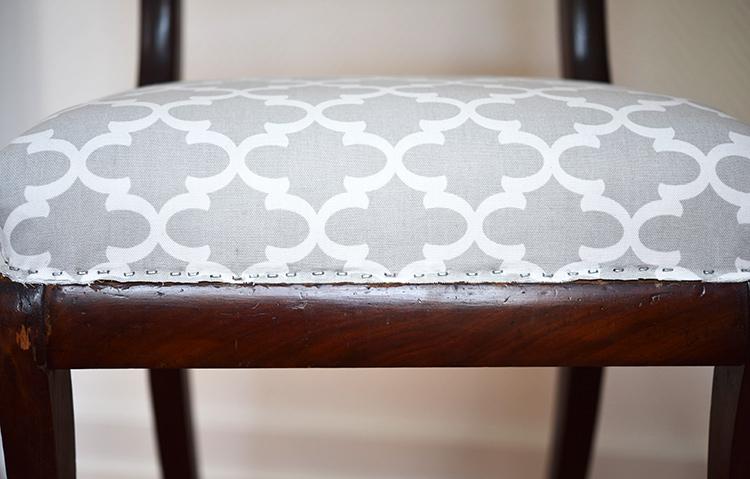 • diy • 5blogs1000Ideen • alter Stuhl neuer Überzug • Nahtzugabe zurückschneiden