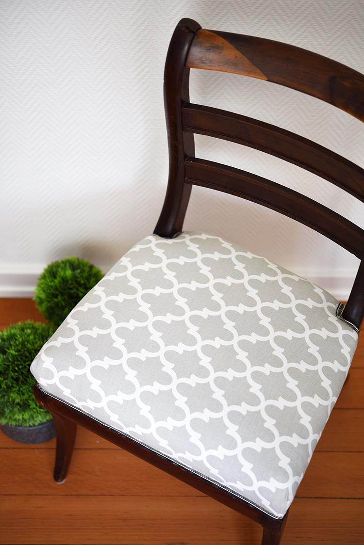 • diy • 5blogs1000Ideen • alter Stuhl neuer Überzug • fertig ist das gute Stück