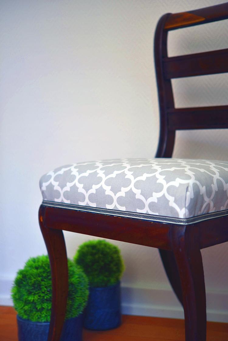 • diy • 5blogs1000Ideen • alter Stuhl neuer Überzug • Band aufkleben