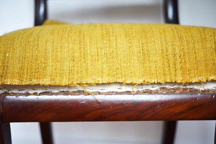 • diy • 5blogs1000Ideen • alter Stuhl neuer Überzug • Tackerklammern entfernt